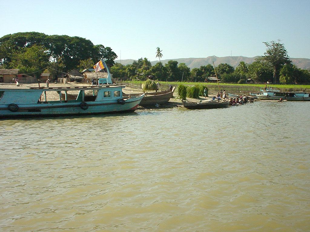 Mandalay to Mingun and back along Ayeyarwaddy river Dec 2000 12