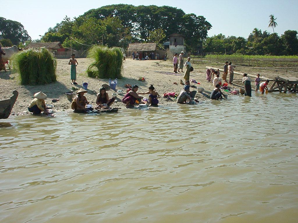 Mandalay to Mingun and back along Ayeyarwaddy river Dec 2000 14