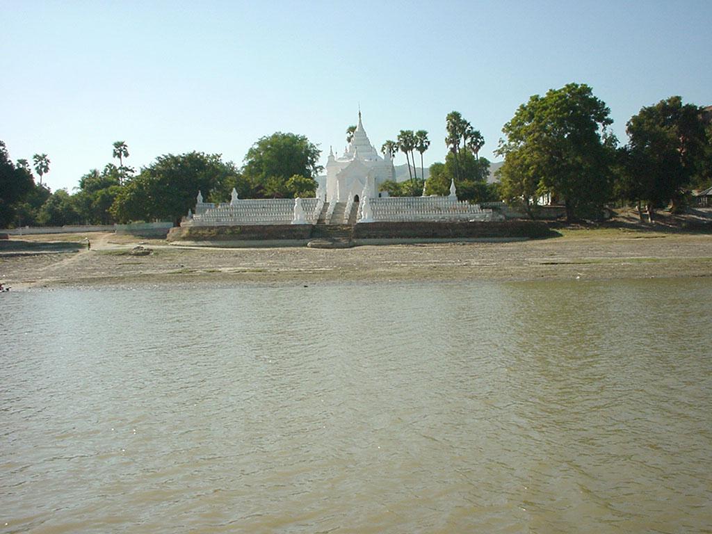 Mandalay to Mingun and back along Ayeyarwaddy river Dec 2000 17