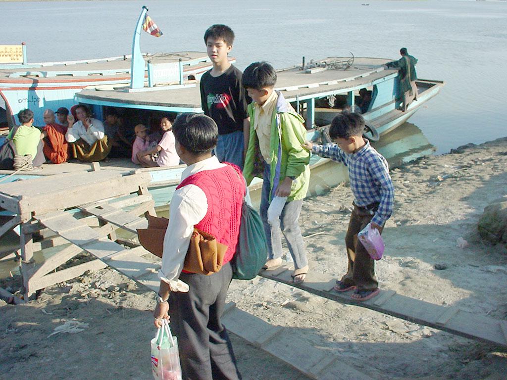 Mandalay to Mingun and back along Ayeyarwaddy river Dec 2000 22