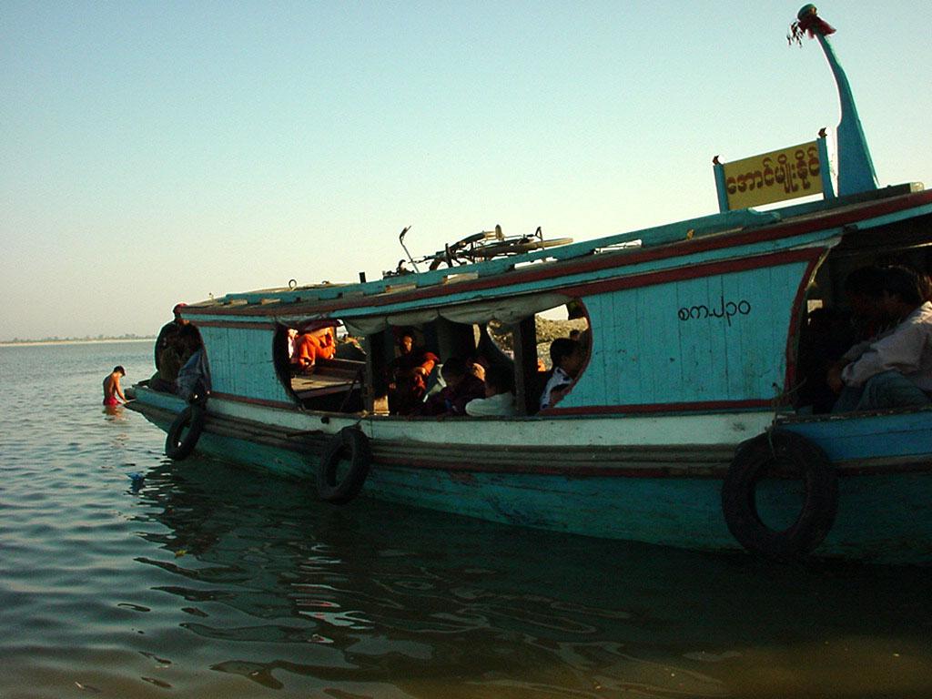 Mandalay to Mingun and back along Ayeyarwaddy river Dec 2000 26