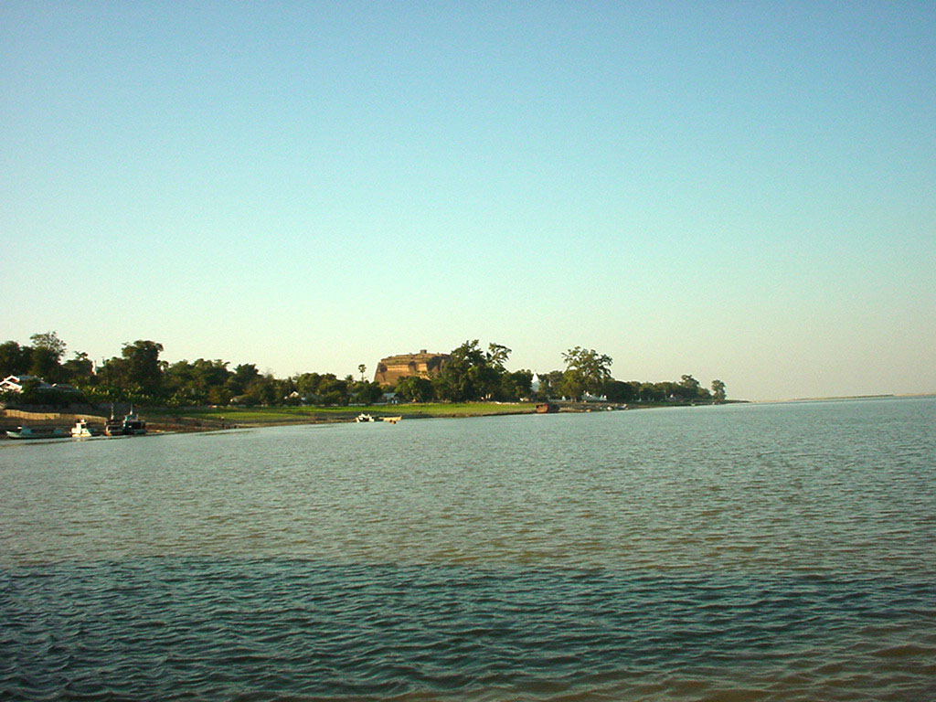 Mandalay to Mingun and back along Ayeyarwaddy river Dec 2000 27