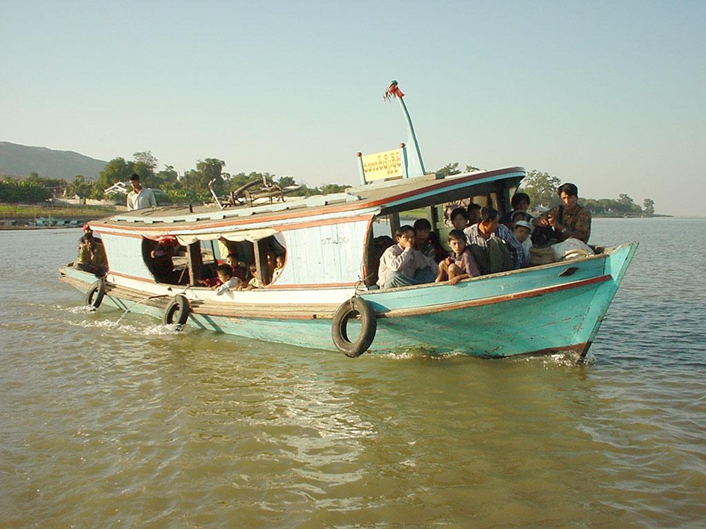 Mandalay to Mingun and back along Ayeyarwaddy river Dec 2000 28