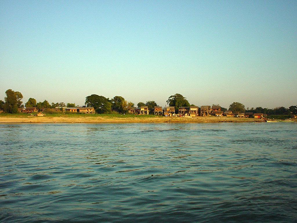 Mandalay to Mingun and back along Ayeyarwaddy river Dec 2000 35