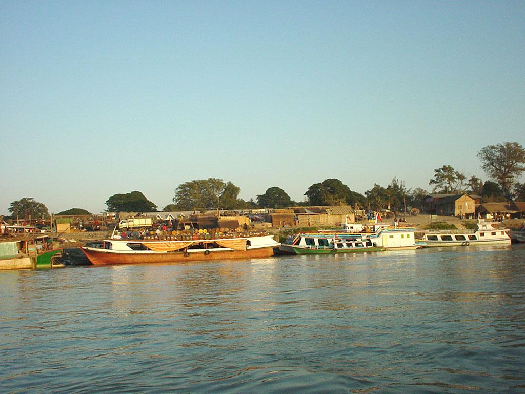 Mandalay to Mingun and back along Ayeyarwaddy river Dec 2000 36