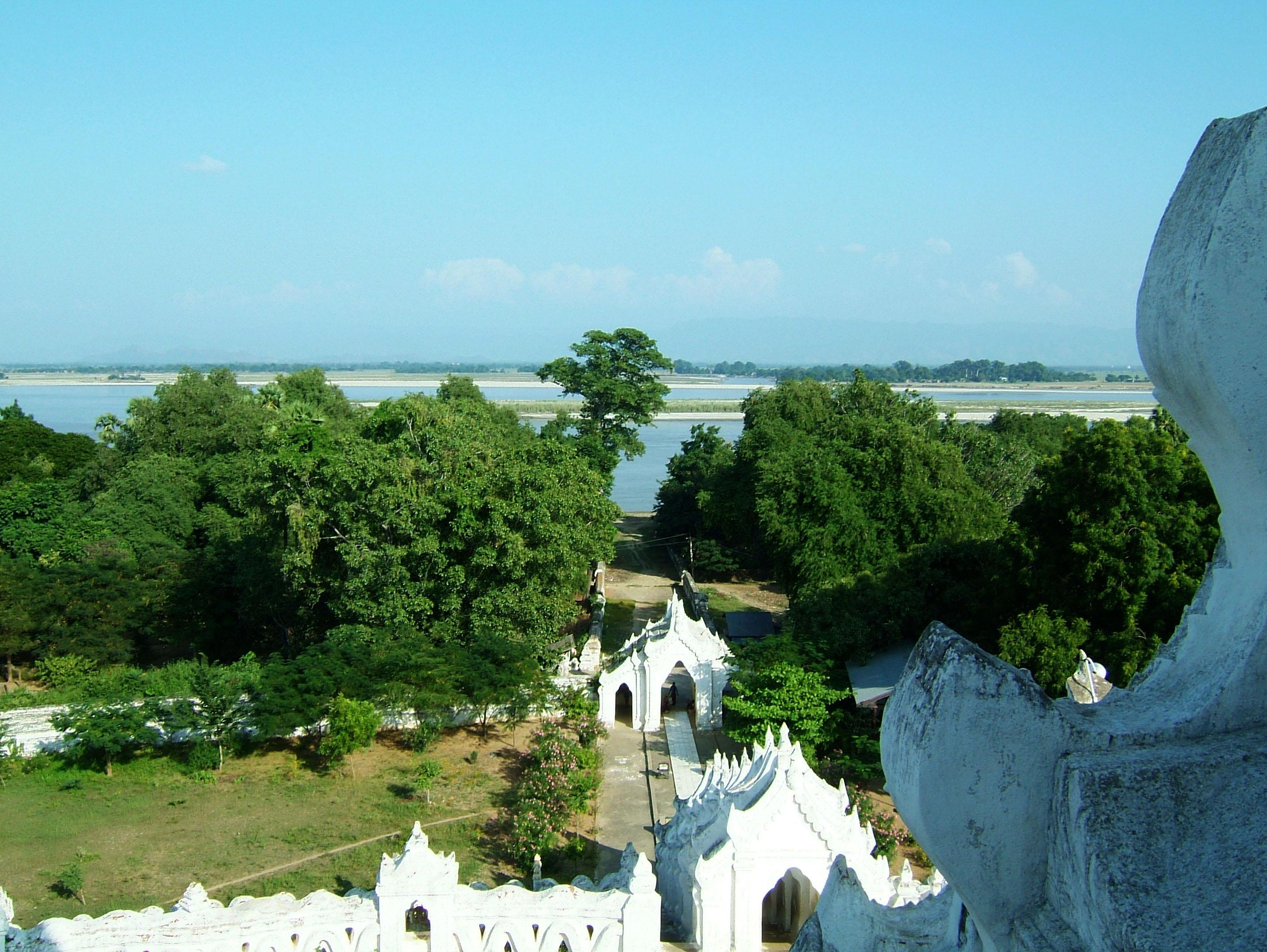 Mingun Myatheindan pagoda Dec 2000 08