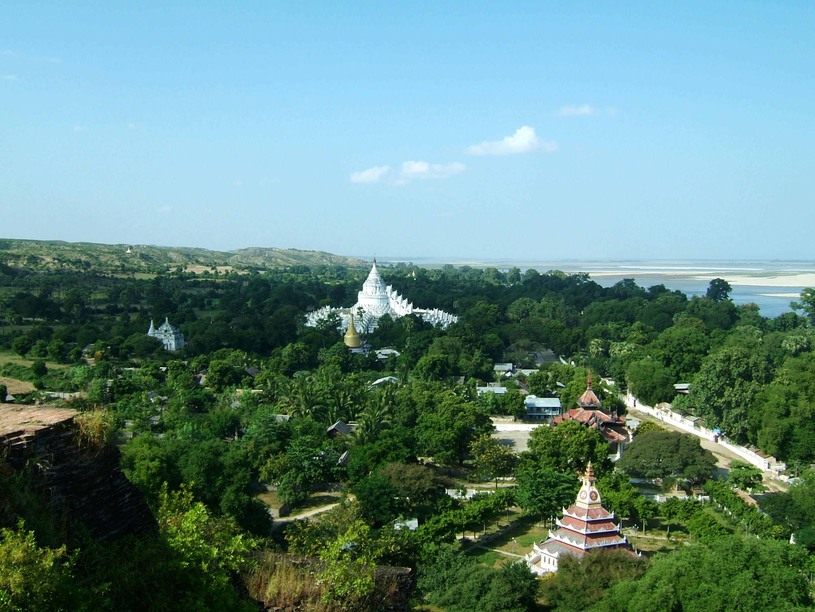 Mingun Myatheindan pagoda Dec 2000 13