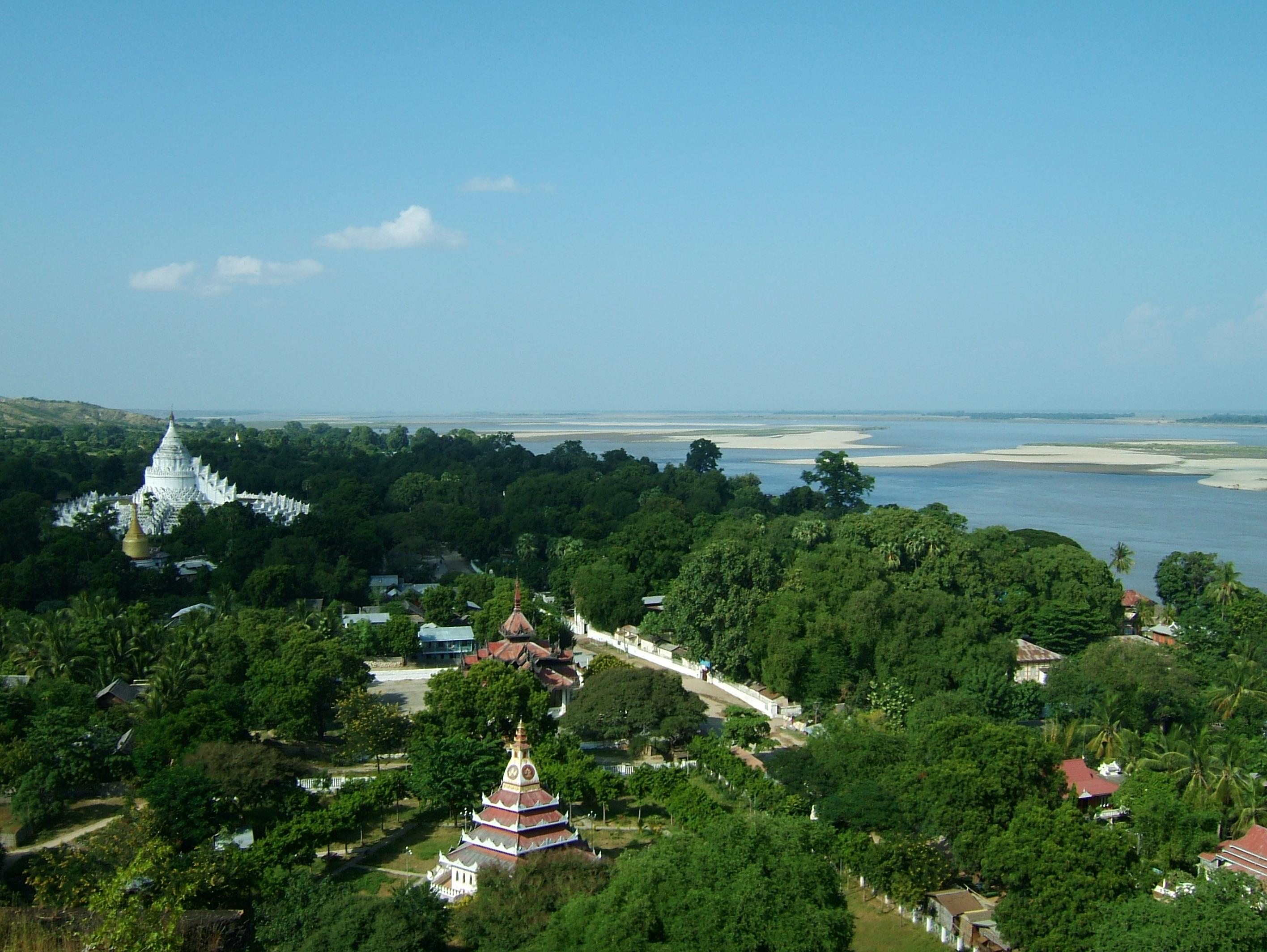Mingun Myatheindan pagoda Dec 2000 15