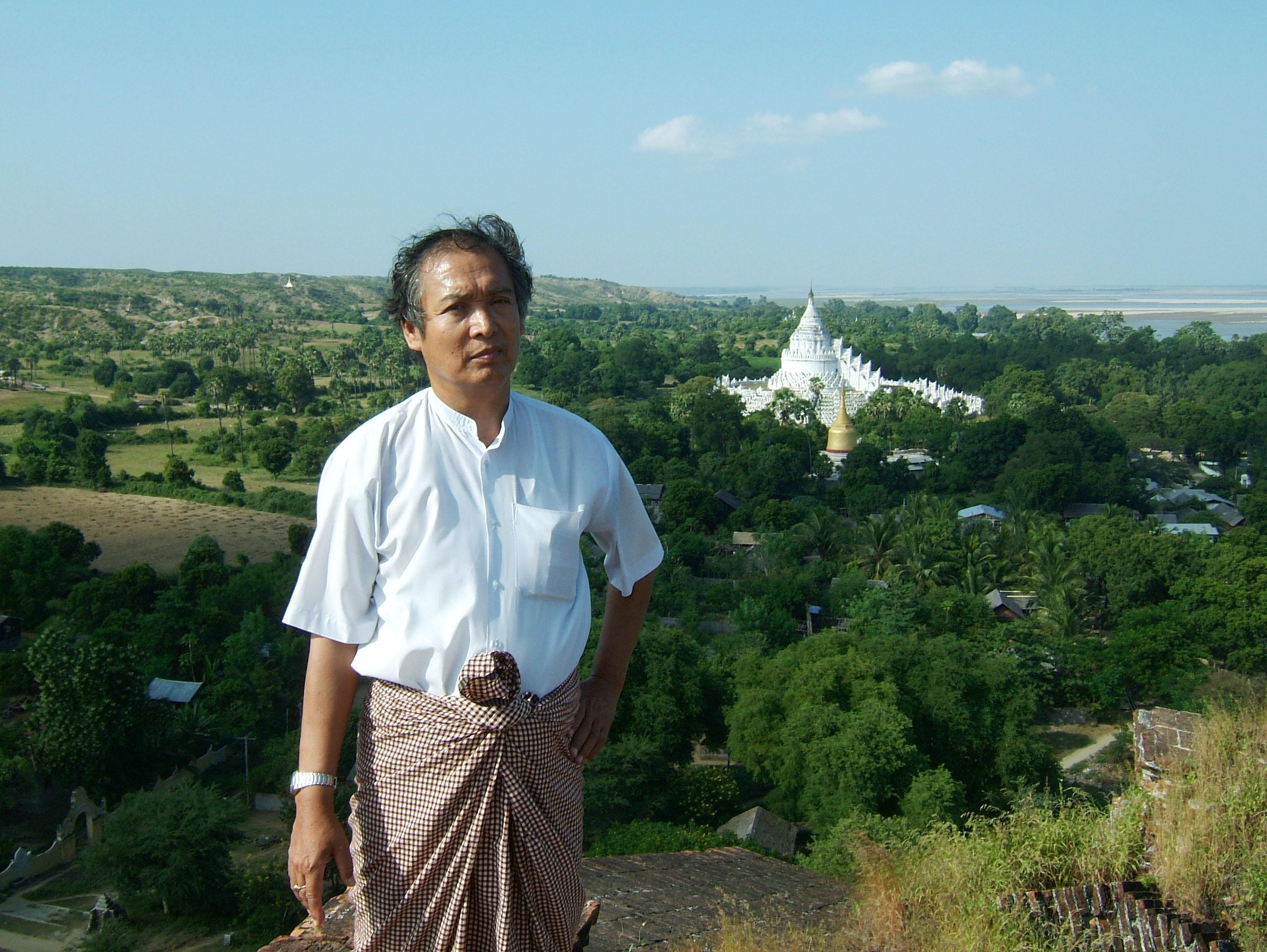 Mingun Myatheindan pagoda Dec 2000 16