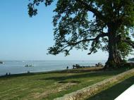 Asisbiz Ayeyarwaddy river scenes Mingun area Nov 2004 02