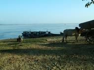 Asisbiz Ayeyarwaddy river scenes Mingun area Nov 2004 09