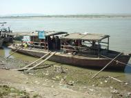 Asisbiz Mandalay to Mingun and back along Ayeyarwaddy river Dec 2000 02