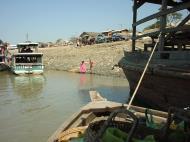 Asisbiz Mandalay to Mingun and back along Ayeyarwaddy river Dec 2000 04