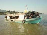 Asisbiz Mandalay to Mingun and back along Ayeyarwaddy river Dec 2000 28