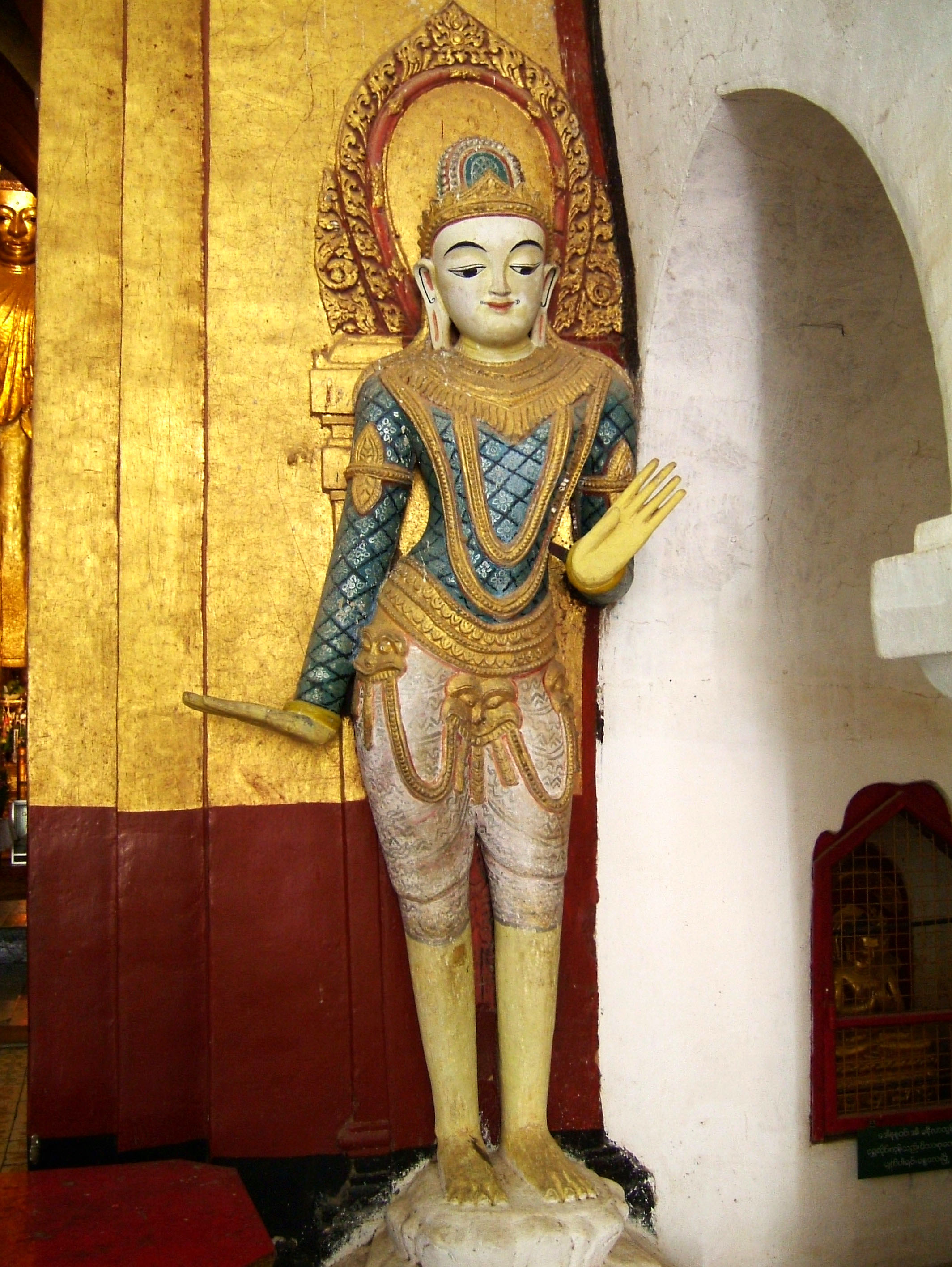 Ananda Pagoda Guardians Buddhas Pagan Dec 2000 02
