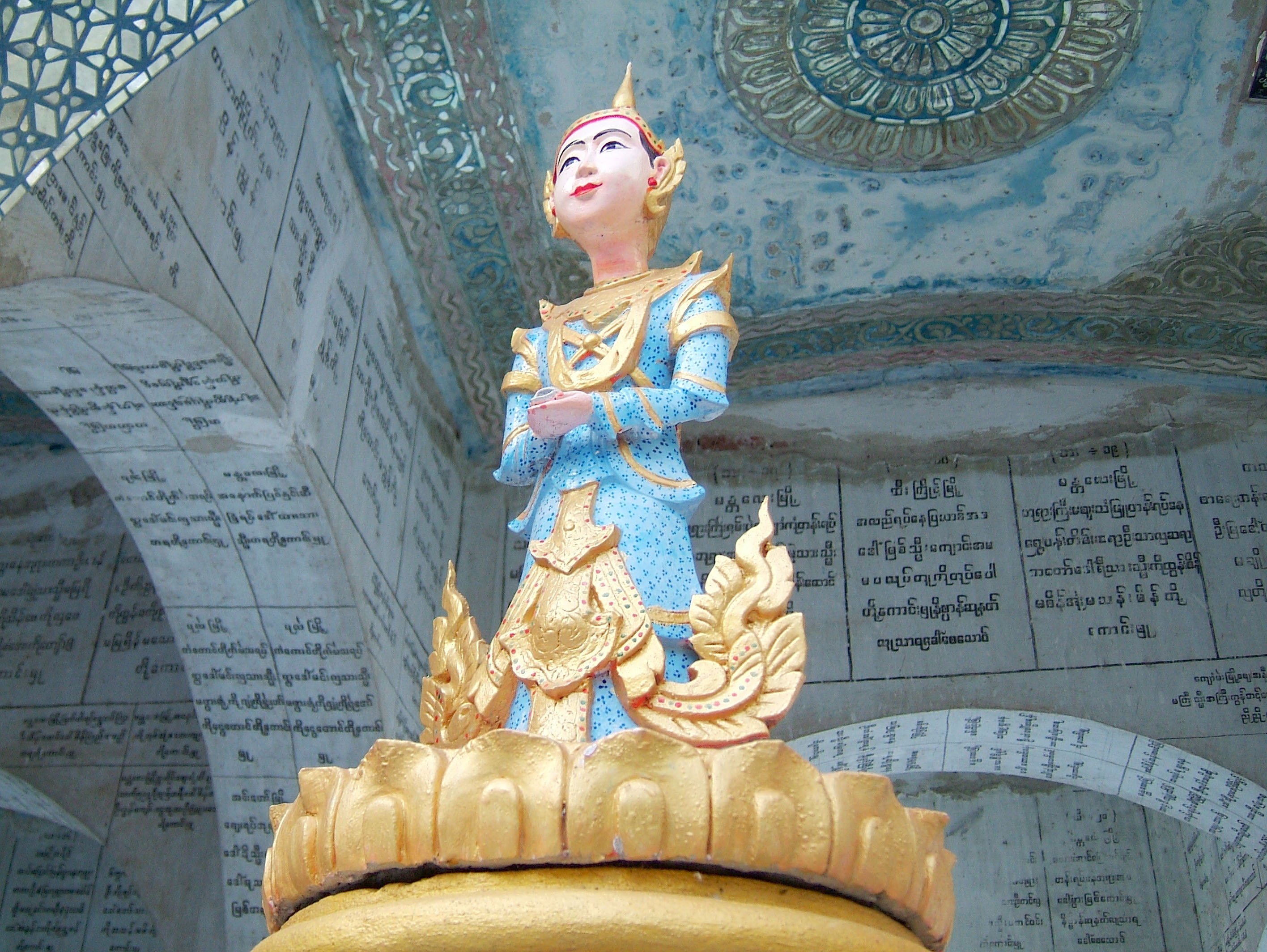 Mandalay Hill Sutaungpyei Pagoda nats Dec 2000 01