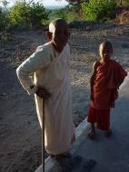 Asisbiz Monywa Po Win Taung Cave Nun and novice Area Dec 2000 01