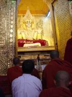 Asisbiz Pyin Oo Lwin main monastery Buddhas Dec 2000 04