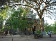 Asisbiz Pyin Oo Lwin main monastery Dec 2000 01