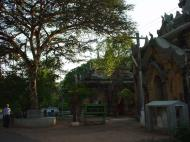 Asisbiz Pyin Oo Lwin main monastery Dec 2000 03