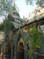 Asisbiz Pyin Oo Lwin main monastery Dec 2000 06