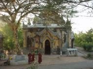 Asisbiz Pyin Oo Lwin main monastery Dec 2000 10