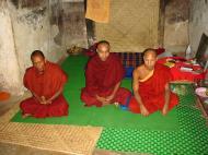 Asisbiz Pyin Oo Lwin monastery monks Dec 2000 01