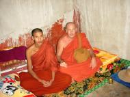 Asisbiz Pyin Oo Lwin monastery monks Dec 2000 03