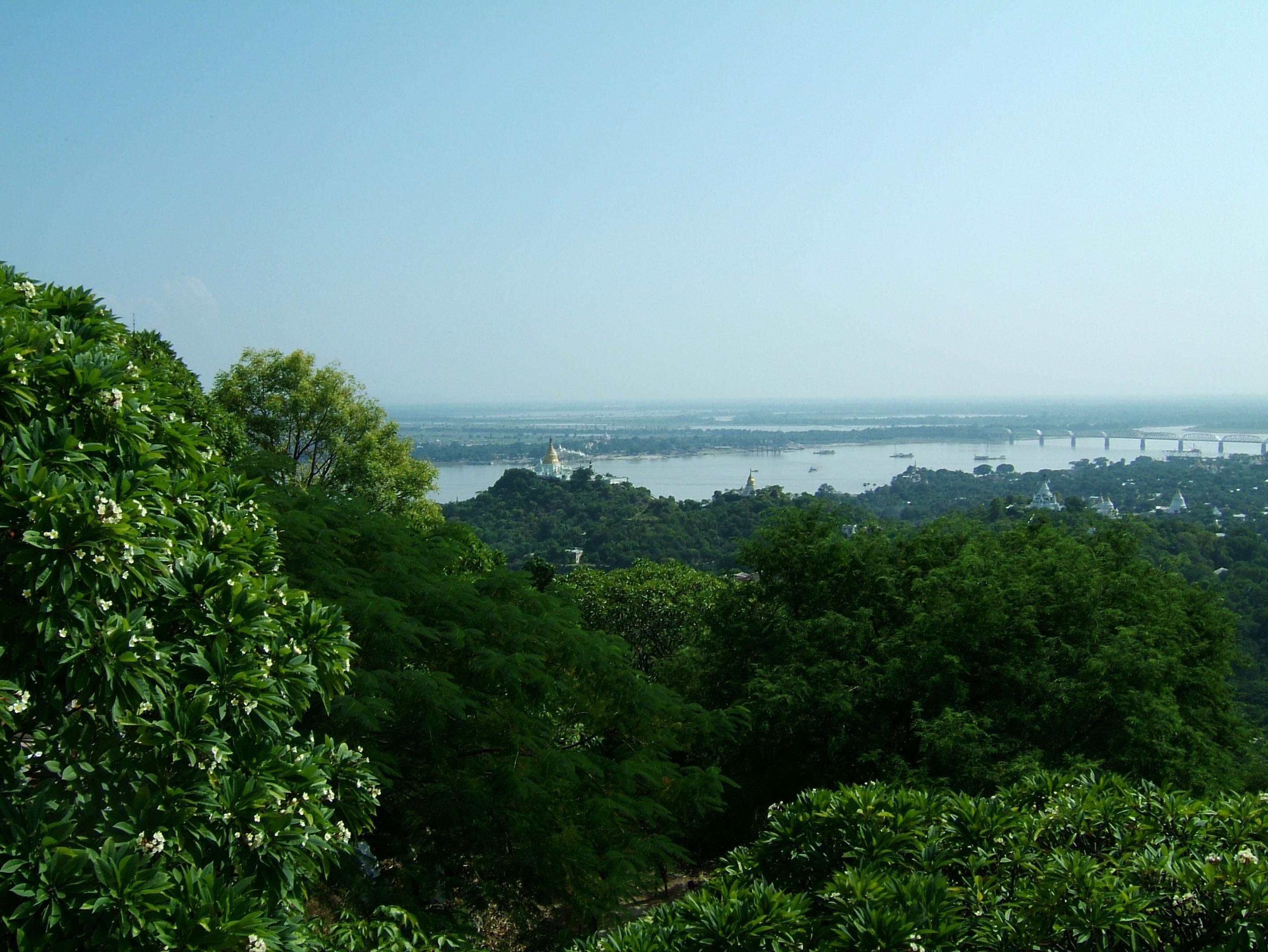 Ayeyarwady River from Sagaing Hill Nov 2004 07