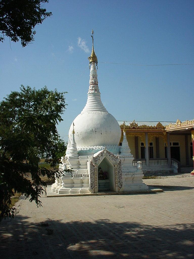 Myanmar Sagaing numerous pagodas Dec 2000 02