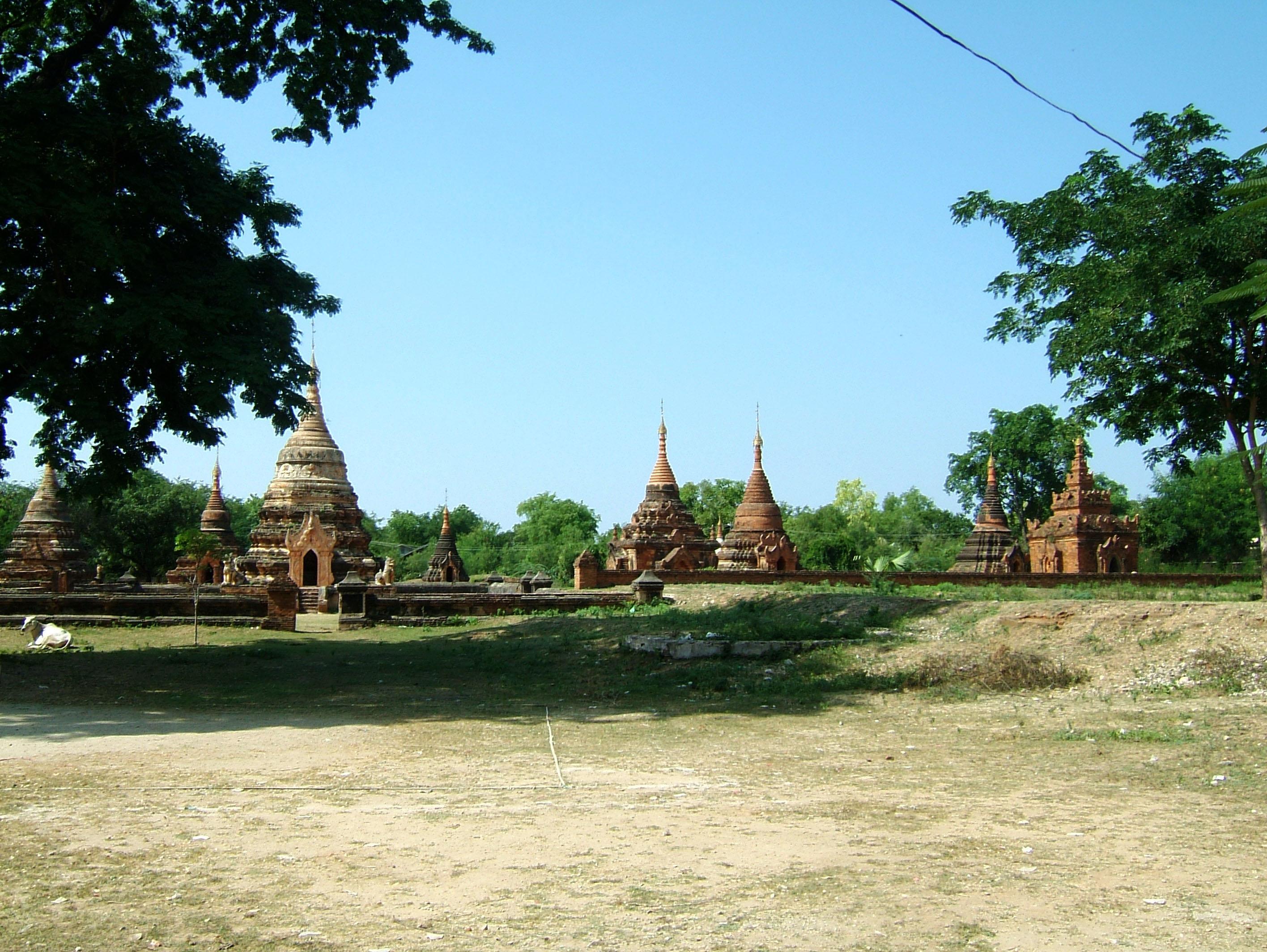 Myanmar Sagaing numerous pagodas Nov 2004 02
