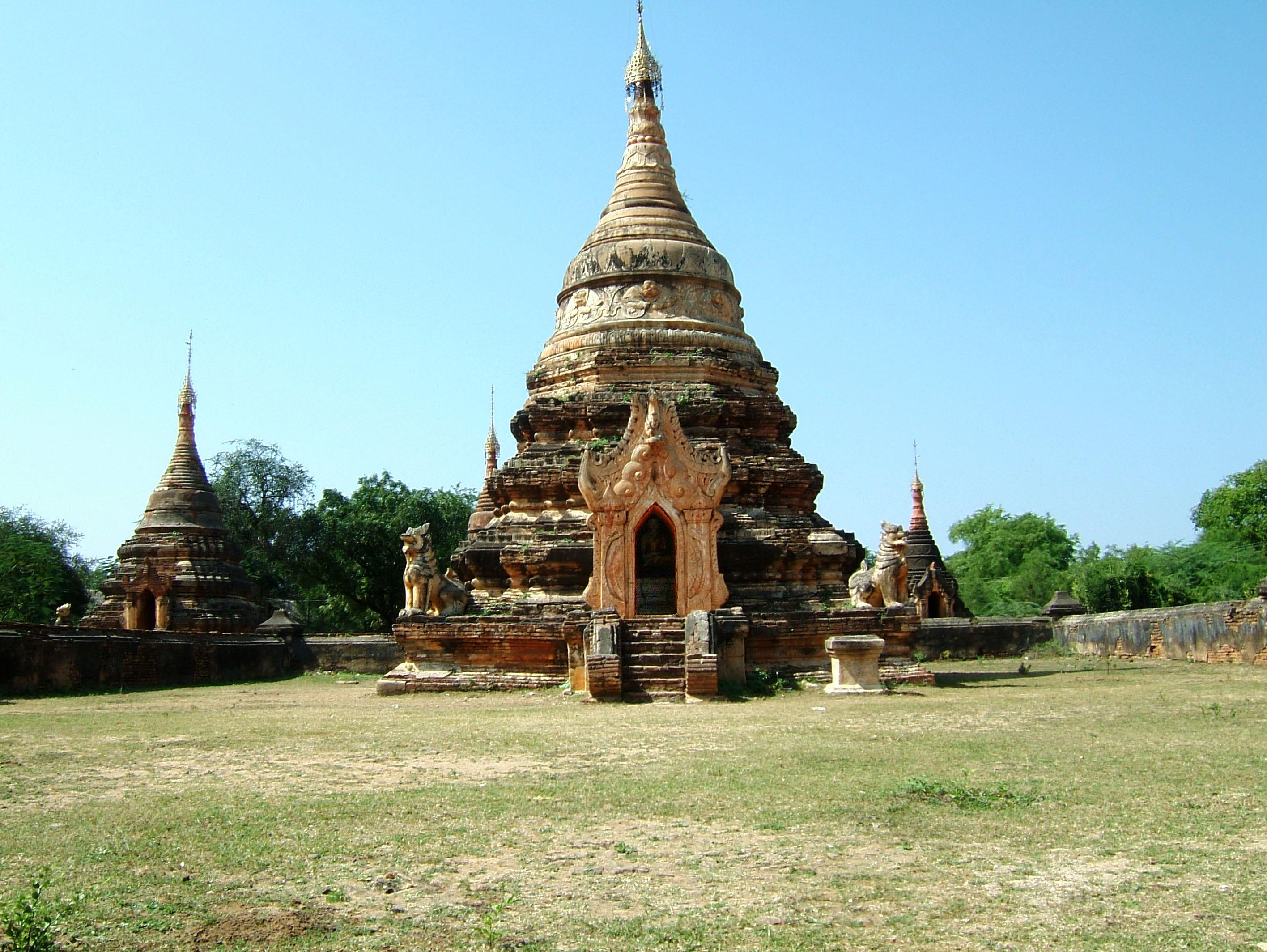 Myanmar Sagaing numerous pagodas Nov 2004 03