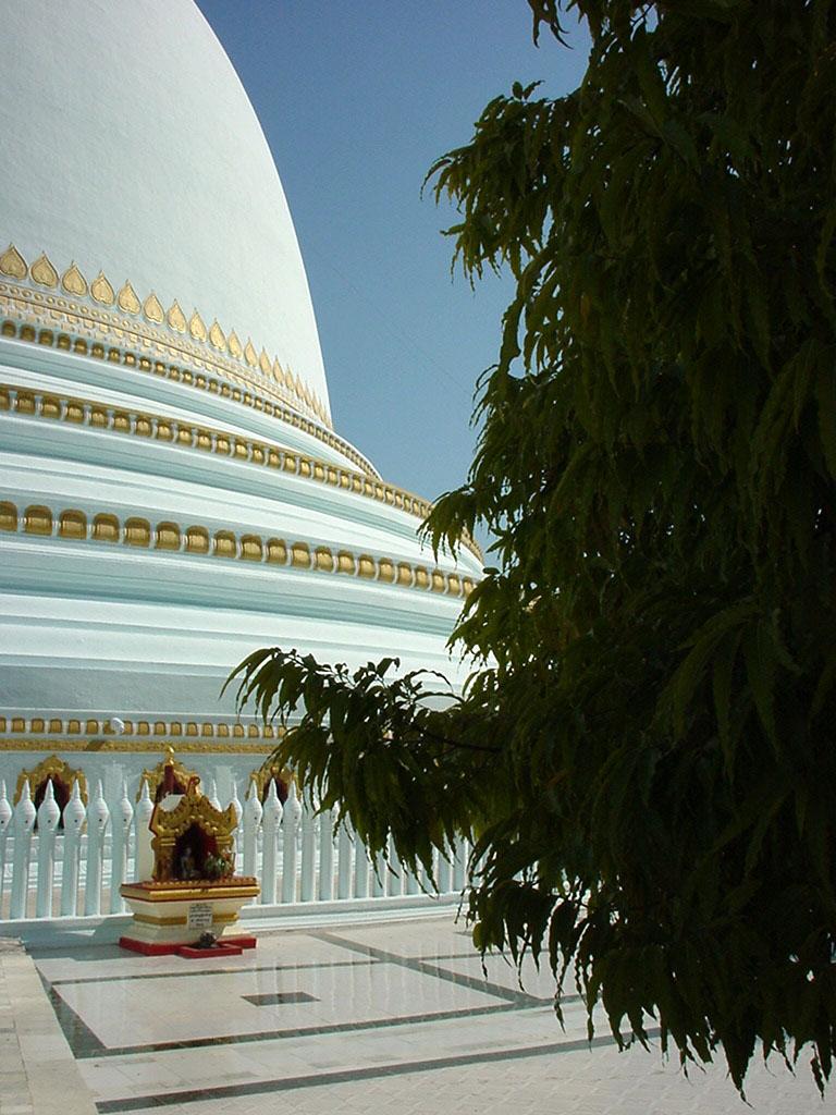 Sagaing Kaunghmudaw Paya Dec 2000 04