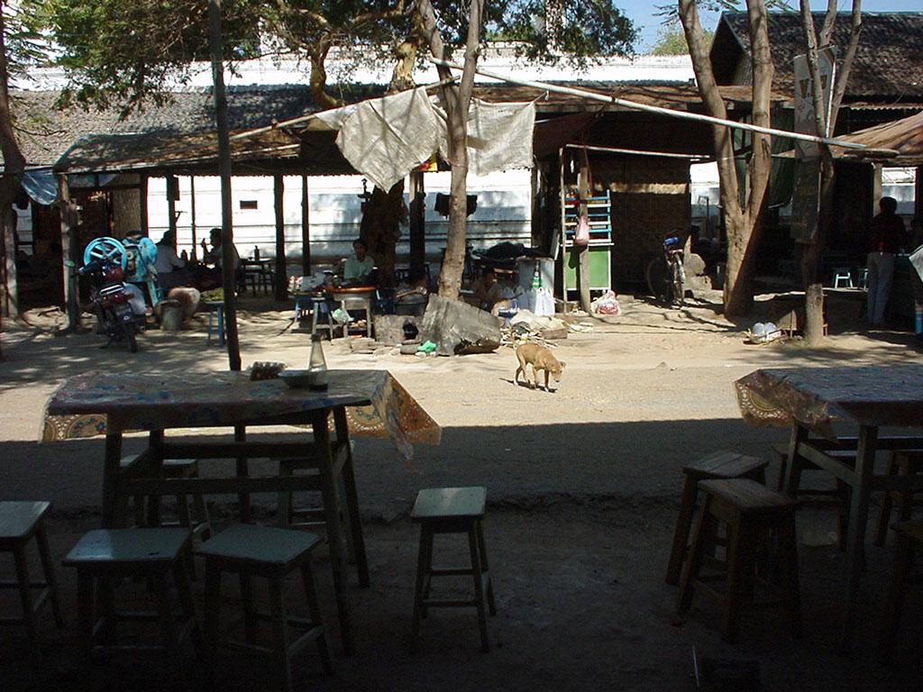 Sagaing Kaunghmudaw Paya rest area Dec 2000 01