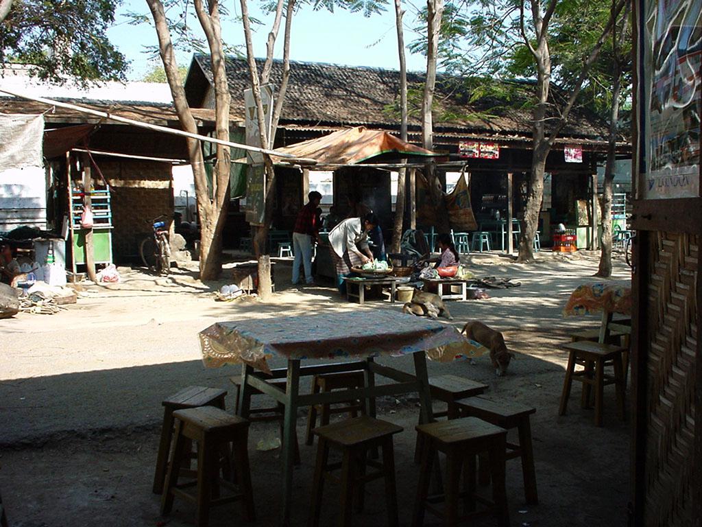 Sagaing Kaunghmudaw Paya rest area Dec 2000 02