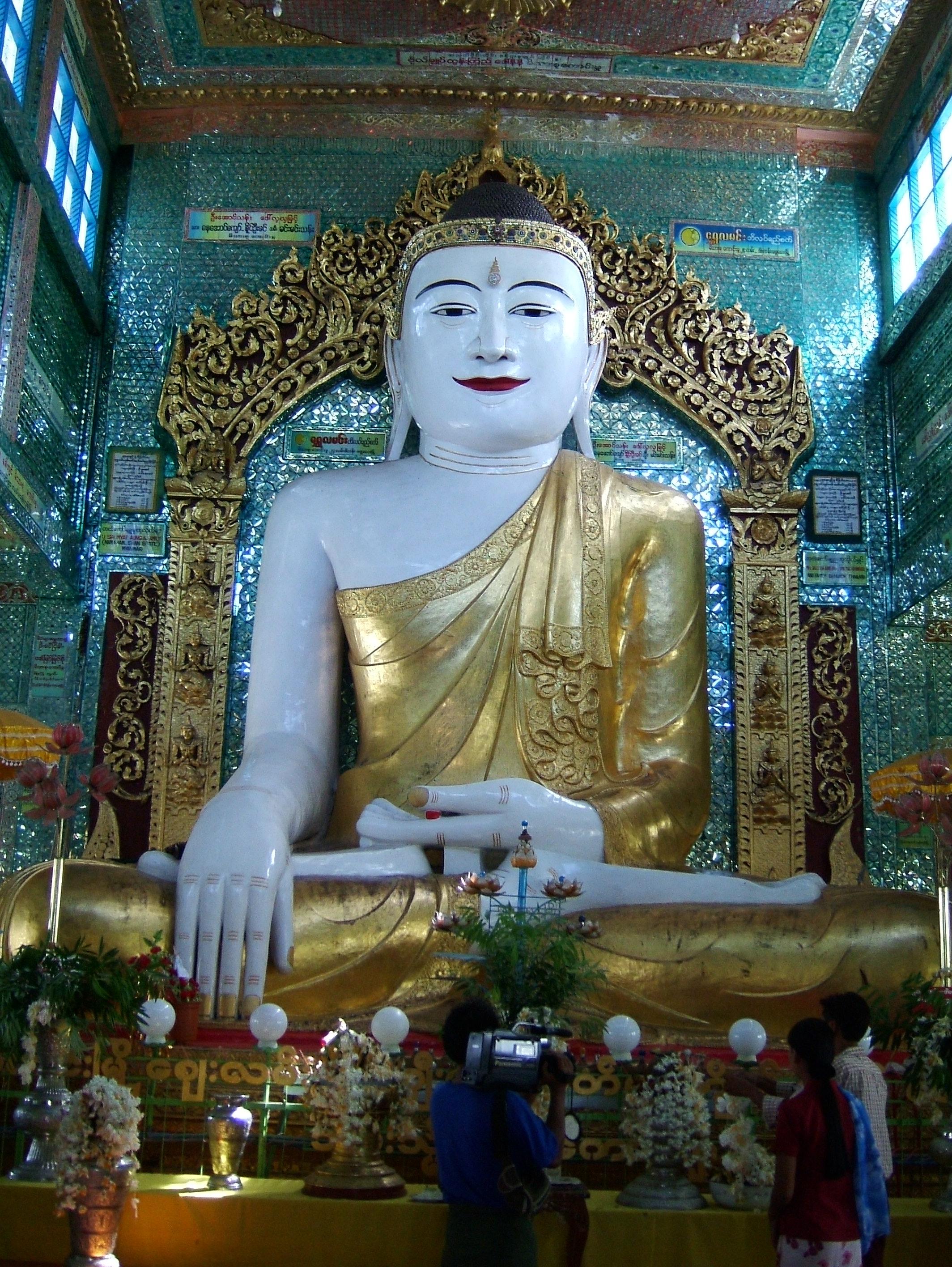 Sagaing Soon U Ponya Shin Pagoda Buddha Nov 2004 02