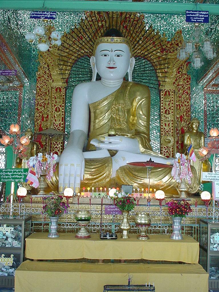Sagaing Soon U Ponya Shin Pagoda Buddhas Dec 2000 02