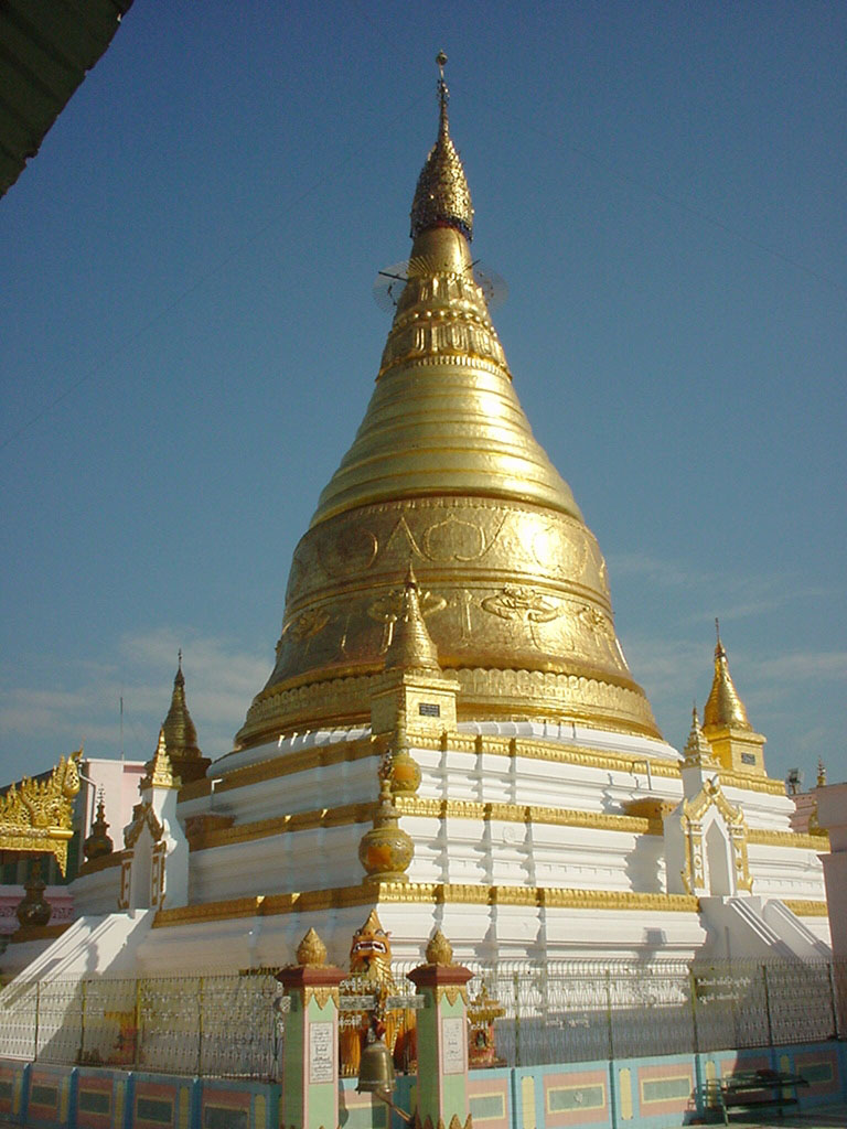 Sagaing Soon U Ponya Shin stupa Dec 2000 03