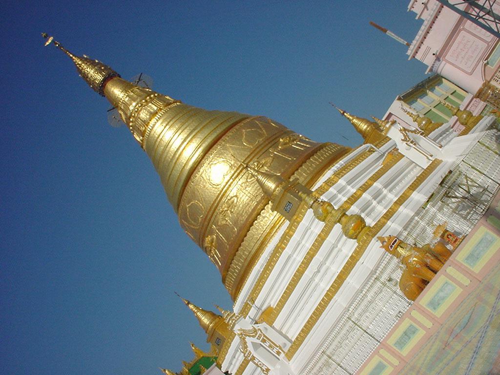 Sagaing Soon U Ponya Shin stupa Dec 2000 04