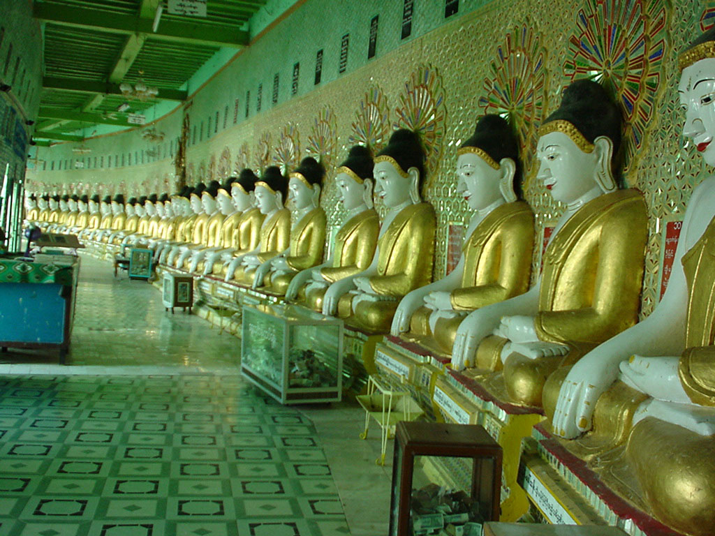 Sagaing U Min Thounzeh Pagoda many faces of the Buddha Dec 2000 01
