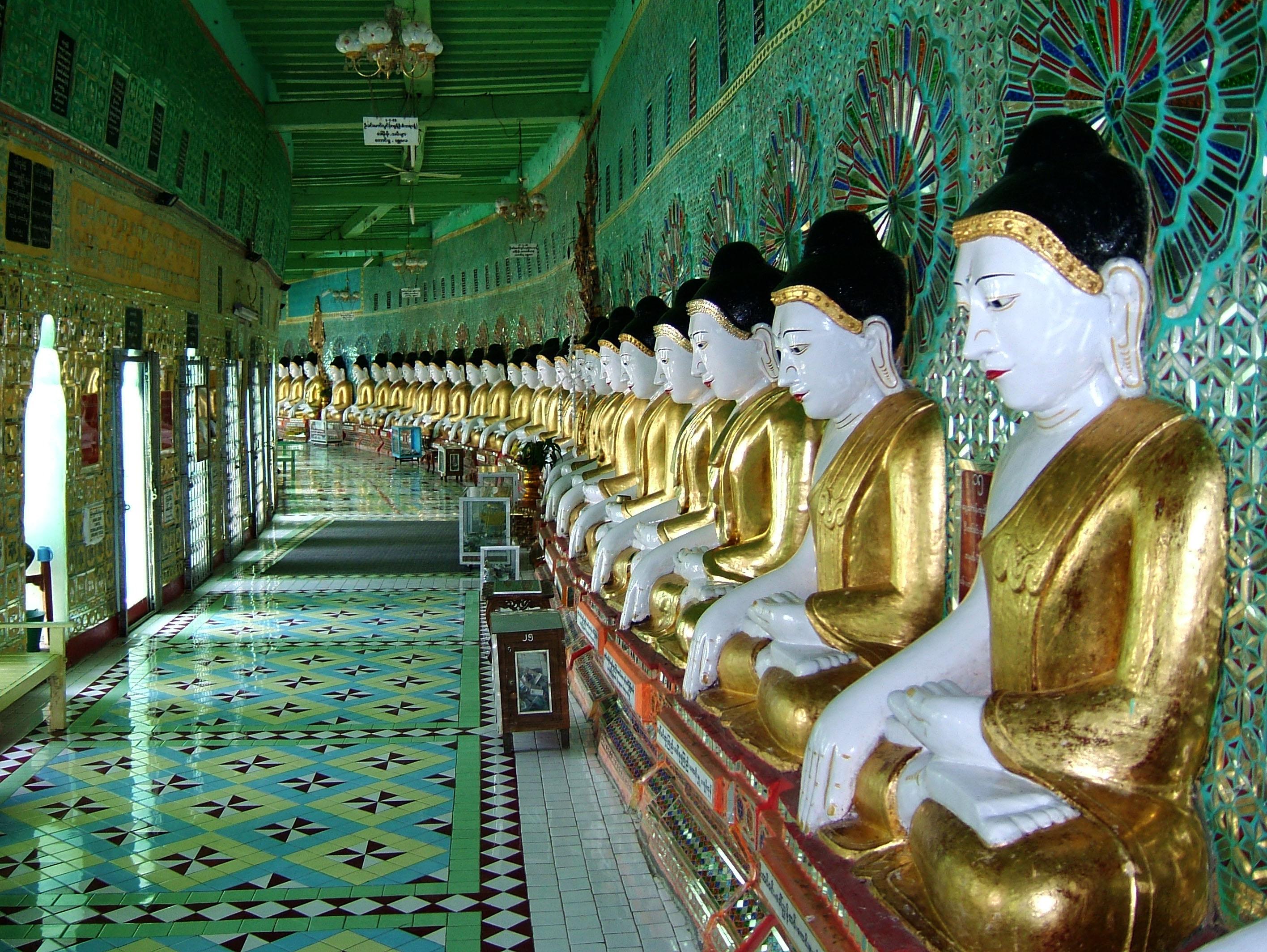 Sagaing U Min Thounzeh Pagoda many faces of the Buddha Dec 2000 05