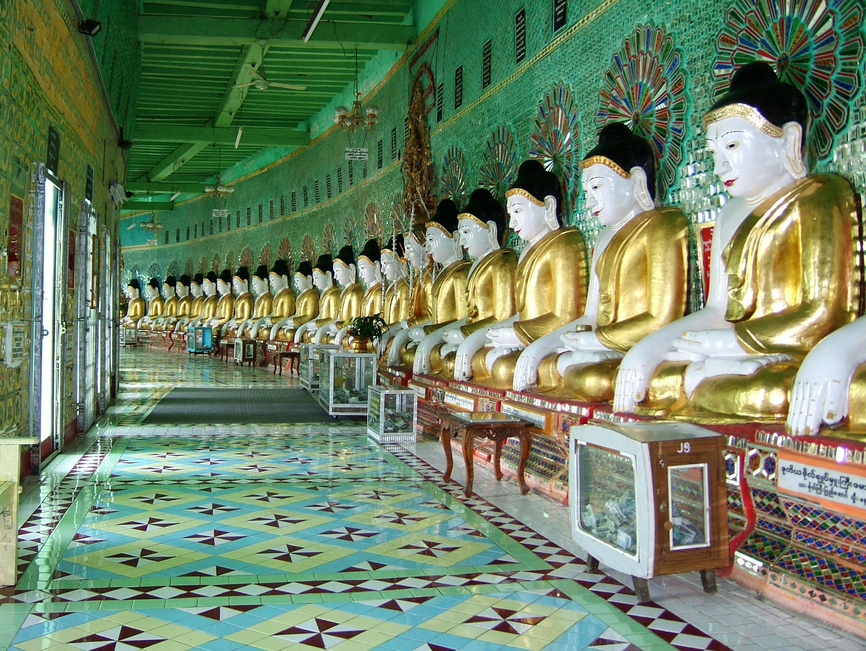 Sagaing U Min Thounzeh Pagoda many faces of the Buddha Dec 2000 08