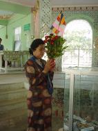 Asisbiz Sagaing offerings to the Buddha Dec 2000 01