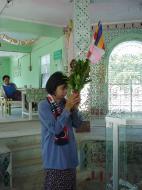 Asisbiz Sagaing offerings to the Buddha Dec 2000 02