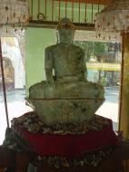 Asisbiz Myanmar Yangon Shwedagon Pagoda Buddhas Dec 2000 01