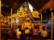 Asisbiz Myanmar Yangon Shwedagon Pagoda Buddhas Oct 2004 04