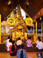 Asisbiz Myanmar Yangon Shwedagon Pagoda Buddhas Oct 2004 05