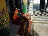 Asisbiz Myanmar Yangon Shwedagon Pagoda main Terrace Dec 2000 21