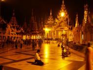Asisbiz Myanmar Yangon Shwedagon Pagoda main Terrace Nov 2004 01