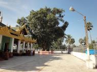 Asisbiz Myanmar Yangon Shwedagon Pagoda new year celibrations Jan 2010 07